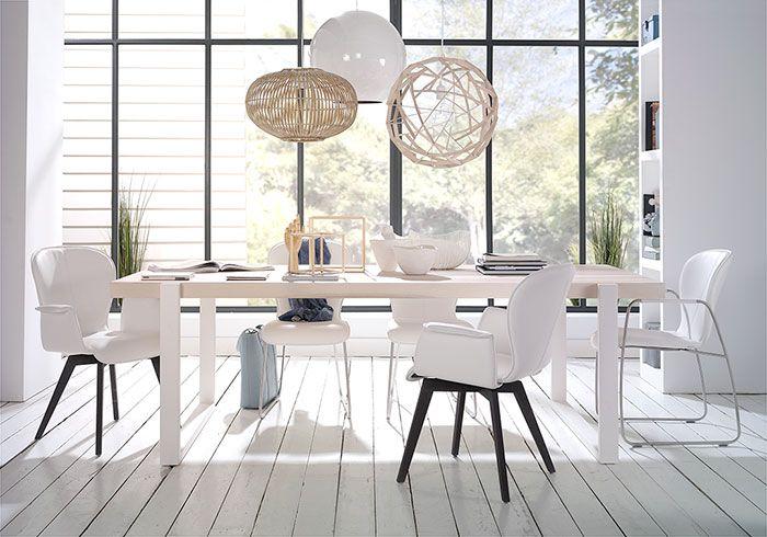 De Alef is een veelzijdige, strakke tafel met een robuuste look.