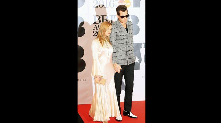 James Bay, dos de los One Direction y la banda Foals son algunos de los que asistieron a la gala de los Brit Awards. Foto 24 de 27