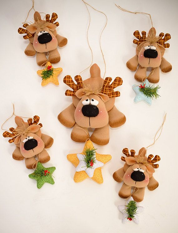 THIS PATTERN in ENGLISH LANGUAGE! Its a reindeer...perfect for your Christmas tree, gift box and your holiday table if you can not hanging. My