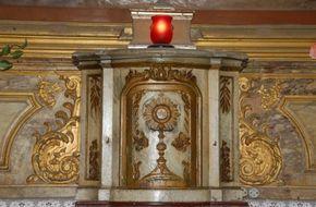 """""""Avant la Sainte Messe, répétez toujours cette prière : ô saints Anges, pénétrez-moi du regard de Dieu sur l'autel, comme vous en êtes pénétrés au ciel"""" (St frère André)."""