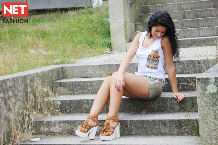 Calções dourados, e top com aplicação de lantejoulas! Mais uma aposta em look da Net Fashion! #top #calções #shorts #lojaonline