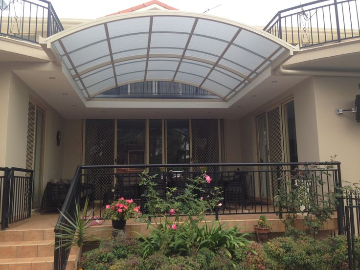 Curved roof pergola in Beverly Hills, Sydney