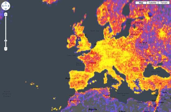 """""""Level of touristness"""" through intensity of google panoramio pictures on the web : France is not very well served !"""