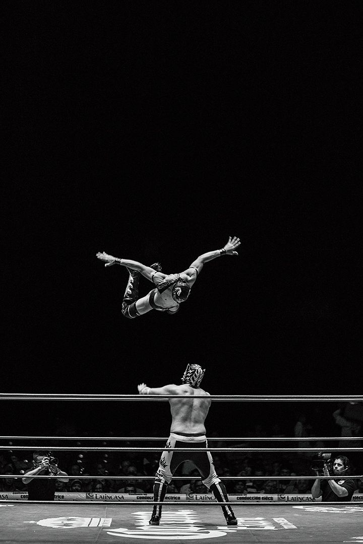 次の @Behance プロジェクトを見る : 「Arena Mexico [Noche de Luchas]」…