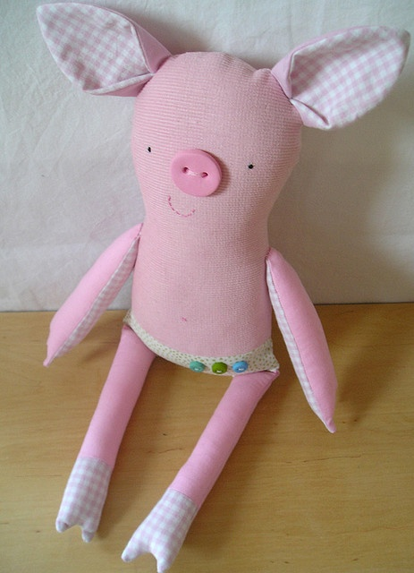 Little stuffed pig - pic for inspiration - love the button nose!