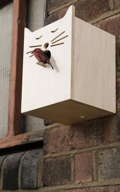 Vogelhuisje - Bird Box    Vogelhuisjes horen bij de tuintrends 2013! Dit is wel een heel grappig exemplaar :)