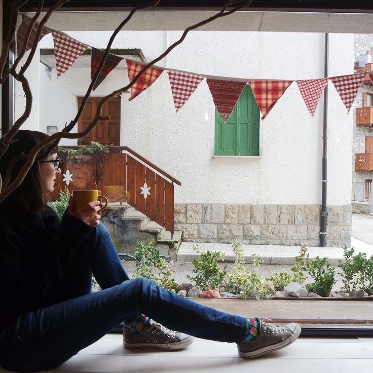 """""""Mi piace"""": 145, commenti: 3 - Handmade in Italy (@ilricamificiofornidisopra) su Instagram: """"Oggi avrebbe dovuto nevicare anche in paese ma invece splende un gran sole! ✨Ci prendiamo un caffè…"""""""