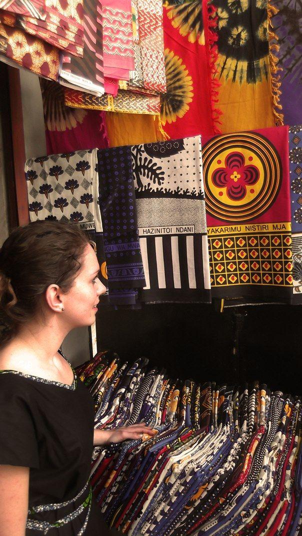 In #Tanzania op zoek naar #batik voor de nieuwe #kledinglijn van Thamani Fashion