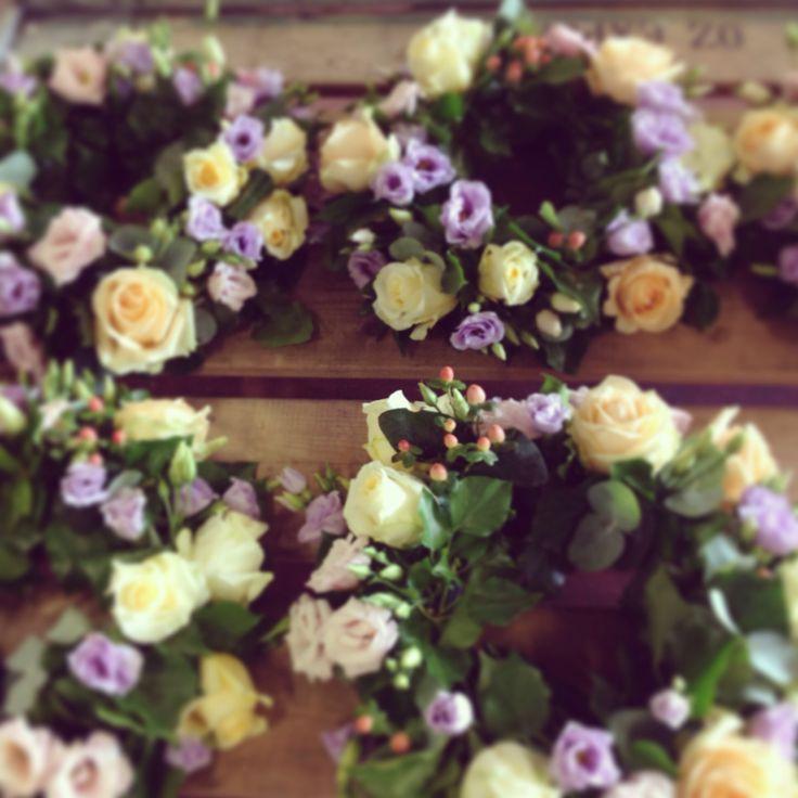 Centrotavola di liasinthus e rose #weddingcenterpiece #weddingflowers by nozze e dintorni #nozzeedintorni.com