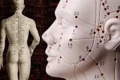 En la medicina tradicional china, las enfermedades internas tienen como causa desequilibrios internos, como por ejemplo: Emociones (demasiado fuertes/demasiado prolongadas). Mala alimentación. Cansancio excesivo. Falta de reposo. Coincidirían con el concepto occidental de trastornos crónicos.Atenciòn cel 991840226
