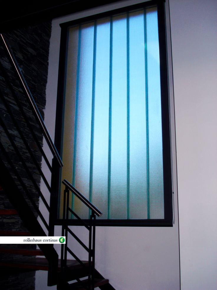Roller Sun Screen. Modernizá tus ventanas con esta delicada cortina en color negro. https://www.facebook.com/rollerhauscortinas Asesoramiento y presupuestos sin cargo en rollerhauscortinas@outlook.com