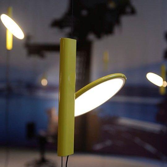 Epic La lampe Ok par Konstantin Grcic et dit e par Flos a re u le prix Compasso d uOro