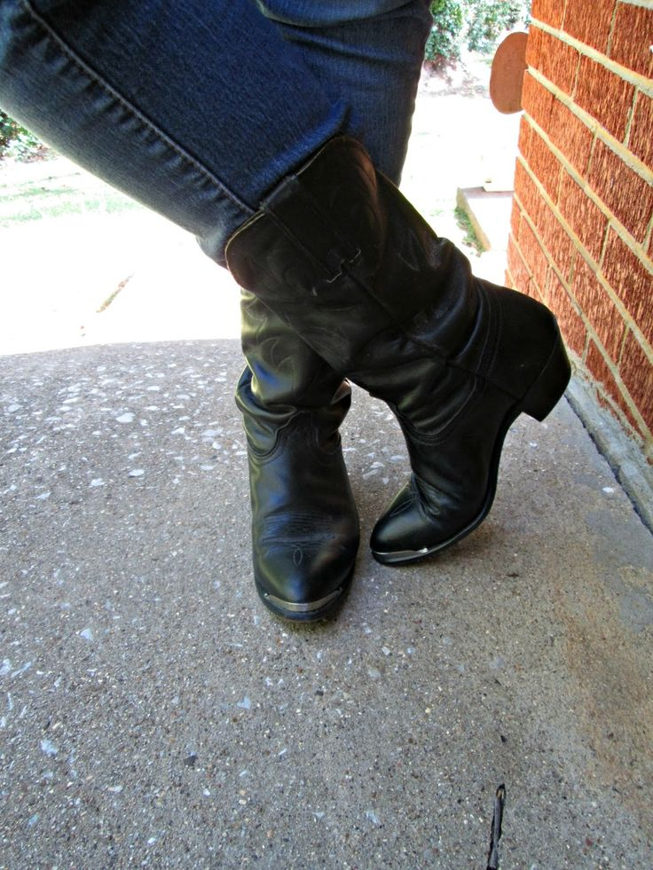 Unique Geek: Fashion With Liz: Boots Made For Walkin':