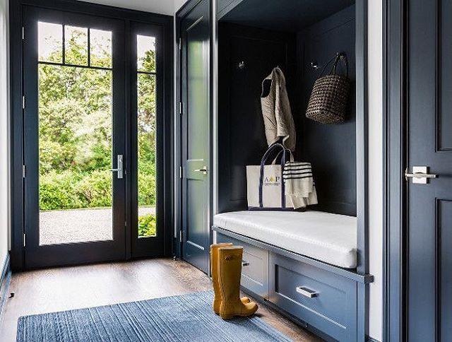 BPHloves this dark blue mudroom with builtin bench