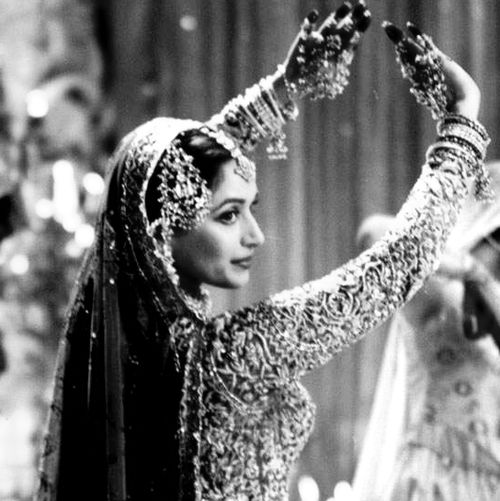 the queen of bollywood dance-madhuri dixit