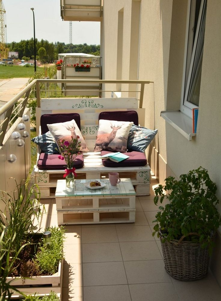 Build Balcony Sofa: Tips and DIY ideas for a sofa made of pallets