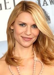 Pretty hair. I like her makeup too.