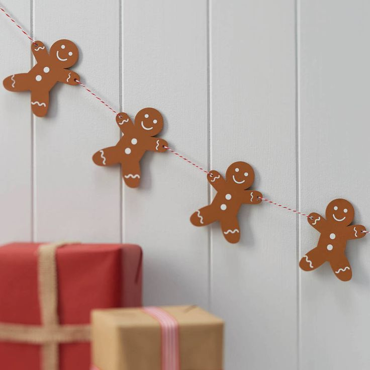 Get into the festive baking spirit with this authentic Wooden Gingerbread Man Bunting. Perfect for decorating your home this Christmas!Each gingerbread man is an authentic brown baked colour with white features and is tied together with a red and white twine. Perfect for decorating the edge of tables, hanging on walls in the kitchen maybe or just around the Christmas tree! Each pack contains one length of bunting, measuring 1.5m long. Each gingerbread man is moveable along the string as they…