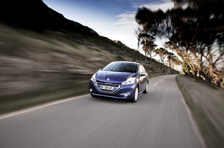 600_Peugeot208_ActionFront