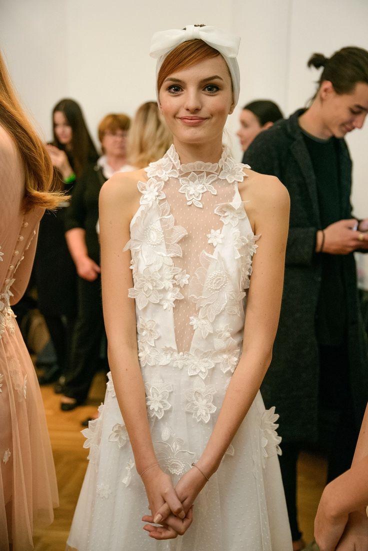 Nora Sarman / Ss2018 / The Honeymooner / Mercedes-Benz Fashion Week Central Europe / headpieces: Vecsei Millinery / photo: Eszter Cseh
