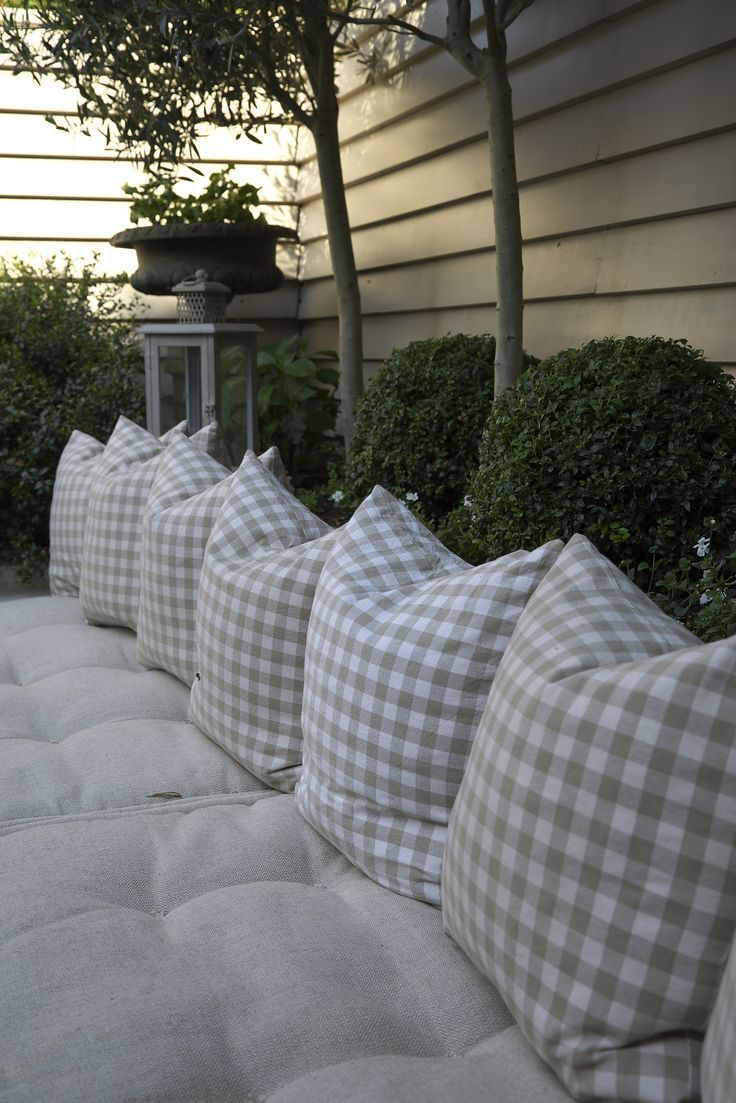 Banquette with Tufted French Matress cussions, built into the garden bed - Detail