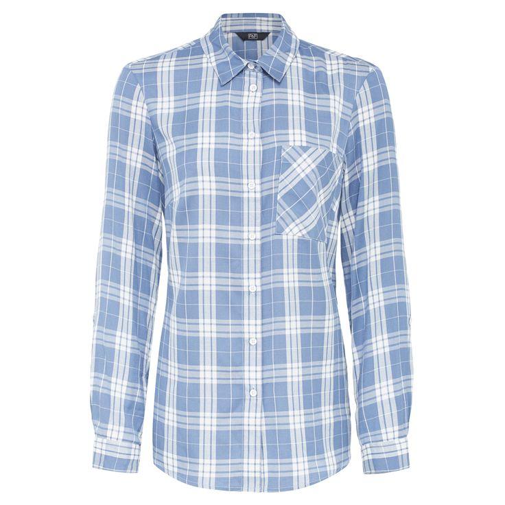 Kék, kockás, hosszú ujjú ing, ami ideális irodai viselet. Fekete farmerrel vagy ceruzaszoknyával párosítsd.