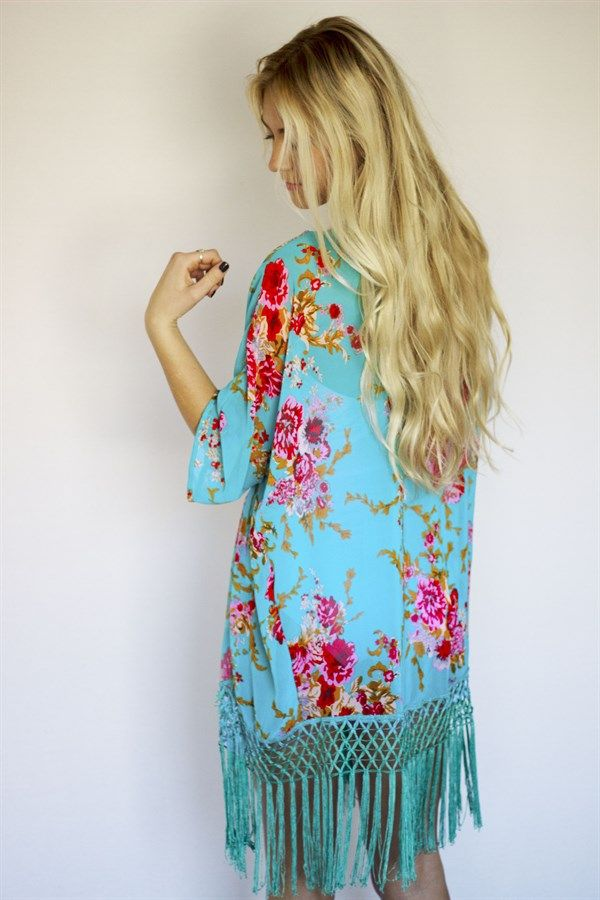 Our kimono cover ups will show you a different Summer style. It's sure to set you apart from other girls around you. This fresh beachwear print steals the show while its fine fabric gives you endless comfort.