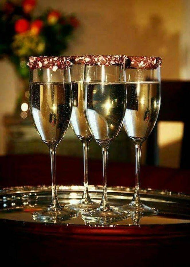 Открытка с фужерами с шампанским, днем