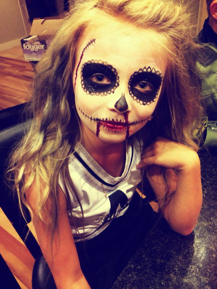 This make up for Halloween is amazing and you will love how easy it is.