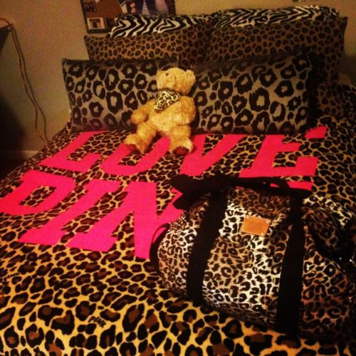 Love pink, leopard print, bed spread, bedroom ideas.