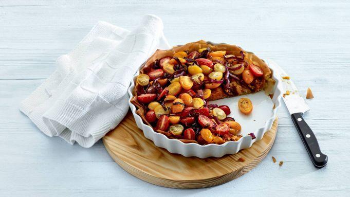 Kijk wat een handige video op Allerhande! Hartige taart met tomaat & ui