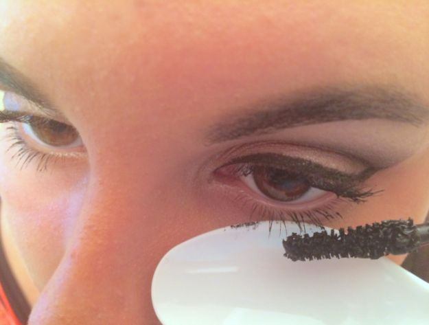 Place a spoon or card under your eyes when applying mascara to avoid messing up your eyeliner or eyeshadow.