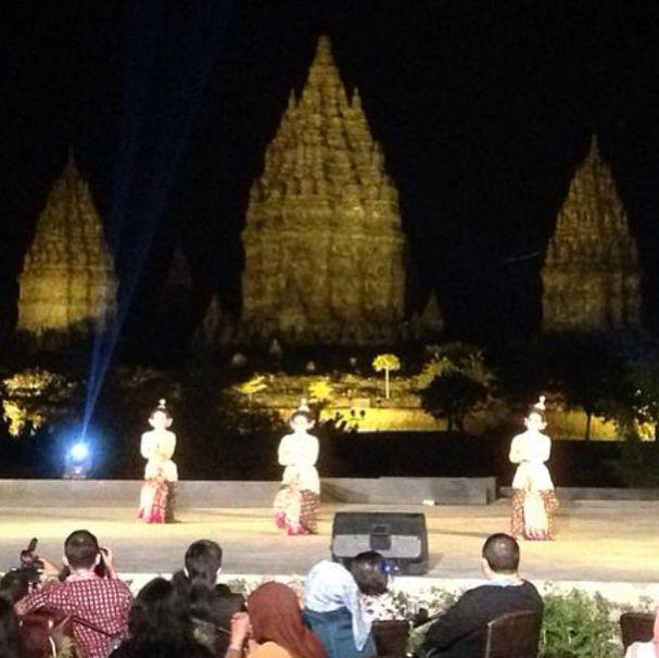 #APSDA2014 Mystical Design Farewell party at Ramayana Resto by Prambanan. On stage now : traditional dance 'Sekar Pujiastuti' #apsdaday5 #livefromapsda2014 #mysticaldesign