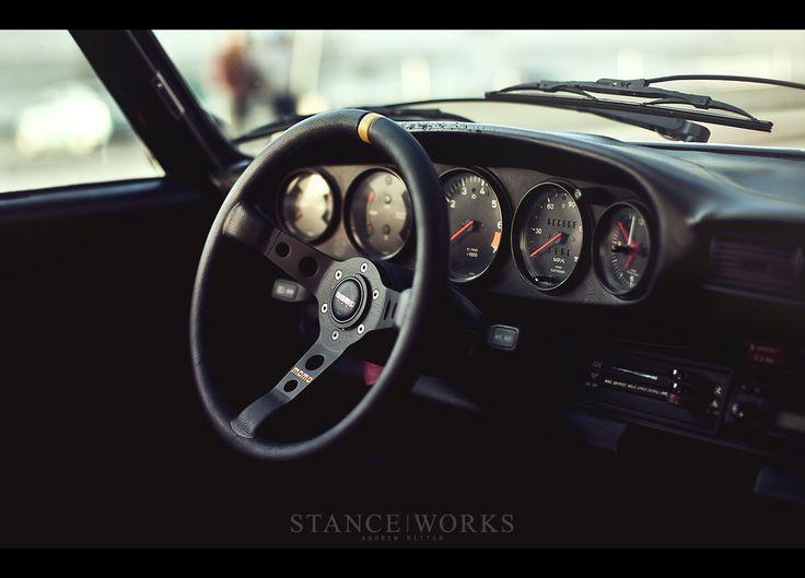 magnus-walker-78schr-interior-momo-steering-wheel