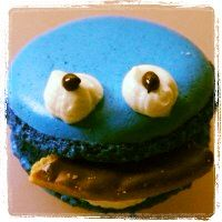 Cookie monster macaron!