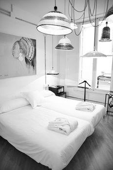 Brondo Architect Hotel ist ein 4-Sterne-Unterkunft günstige Lage in Palma de Mallorca. Flughafentransfer kann an der Rezeption arrangiert werden. Entdecken Sie die Stadt mit unserem Sehenswürdigkeiten-Transfer.Ein komplett ausgestatteter Business-Center ist für Geschäftsreisende vorhanden. Unser fre