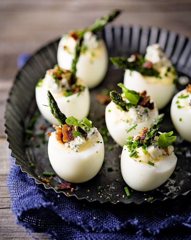 Eggs filled with asparagus and blue cheese | Eiers gevul met aspersiepunte en bloukaas  rooi rose