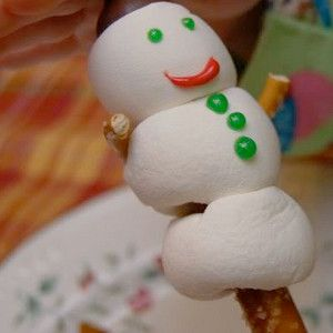 Yummy Puffy Snowmen make cute winter snacks! Great for a summer Christmas event at the campground for the kids to make!