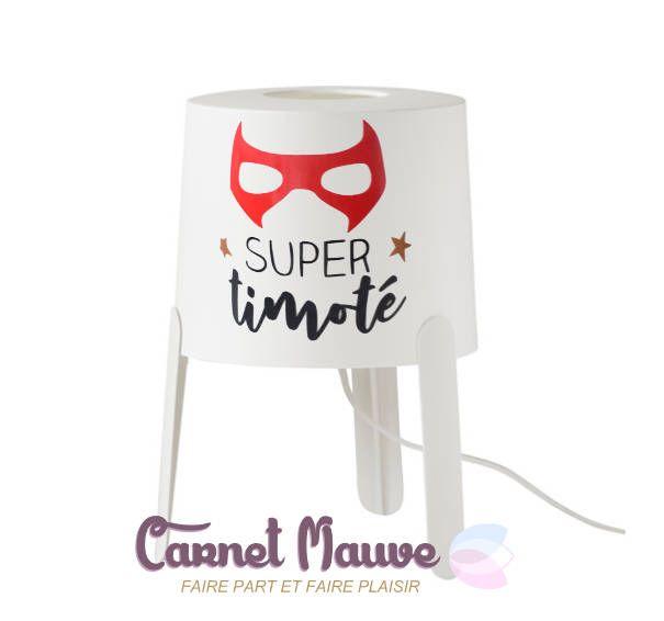 LAMPE DE CHEVET thème super héros pour petit garçon, personnalisée avec prénom - idée cadeau garçon - cadeau noel par carnetmauve sur Etsy https://www.etsy.com/fr/listing/563397944/lampe-de-chevet-theme-super-heros-pour