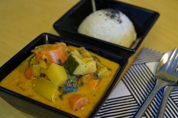 FODMAP-keittiöni: Vegaaniruokaa intialaisittain: kasviksia kookos-currykastikkeessa