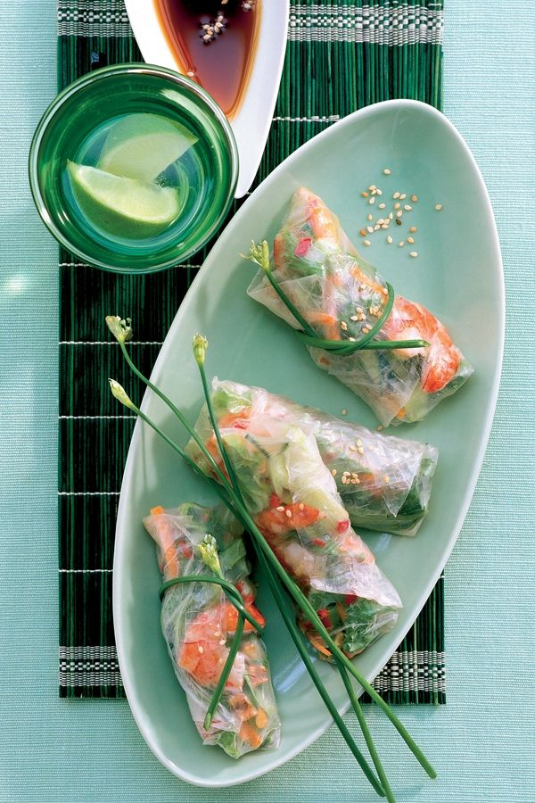 Dit stijlvolle pakketje heeft weinig van doen met die vette, gefrituurde Koninginnedagcoryfee. De verse loempia wordt gemaakt met even geweekte rijst...