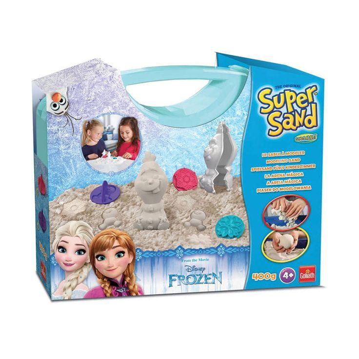 Maak de mooiste zandfiguren van Olaf uit Disney Frozen met deze Super Sand koffer. Super Sand voelt superzacht aan, droogt niet uit en is makkelijk te vormen. De set bevat 450 gram Super Sand, 2 vormpjes van ijssterren, een vorm voor een mini sneeuwpop en een vorm van de sneeuwpop Olaf.Afmeting:  verpakking 28,5 x 23 cm - Super Sand Koffer Disney Frozen Olaf