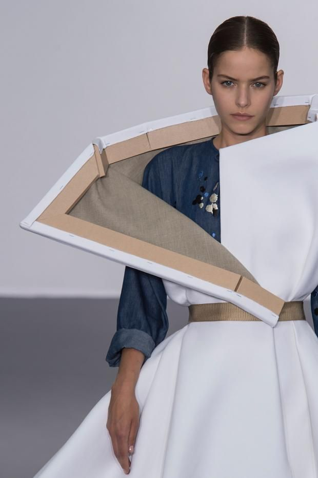 Wearable Art - broken canvas dress; sculptural fashion // Viktor & Rolf Fall 2015
