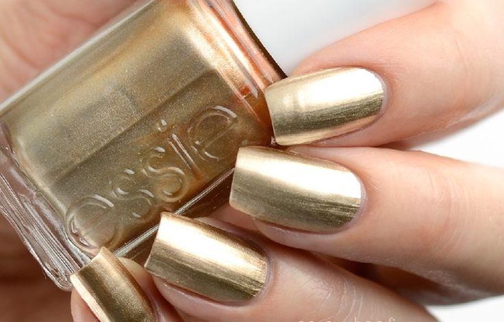 Holen Sie sich fabelhafte und auffällige Nägel mit diesen 9 hochwertigen Gold-Nagellacken   – Beauty/Skincare Products