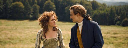 Goethe in love - Den unge Johann Goethe er en uforbederlig drivert, som tager tilværelsen med et smil og hellere vil udbringe en skål end gøre noget ved sit liv. Men da han rammes af den totale og fuldstændig overvældende kærlighed, forandres alt. Pludselig har hans liv fået en ny mening. Og som i alle klassiske fortællinger er det en forelskelse med udfordringer, som i forbifarten tilfældigvis også formår at blive til et af litteraturhistoriens mest klassiske værker.