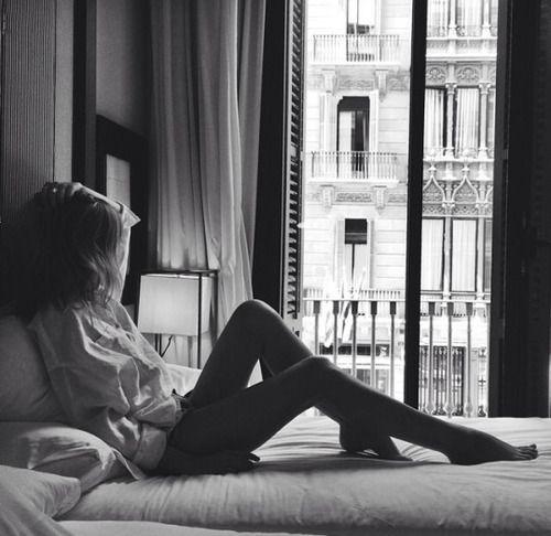 schöne, landschaft, zimmer, hotel, schwarz und weiß, mädchen, ausruhen,