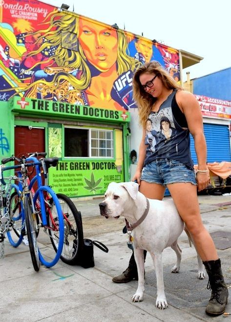 "Ronda and Mochi visit her new mural ""Venice's Hometown Fighter Rowdy Ronda Rousey"" in Venice Beach Oct 16th 2015Photos: http://hansgutknecht.tumblr.com/"