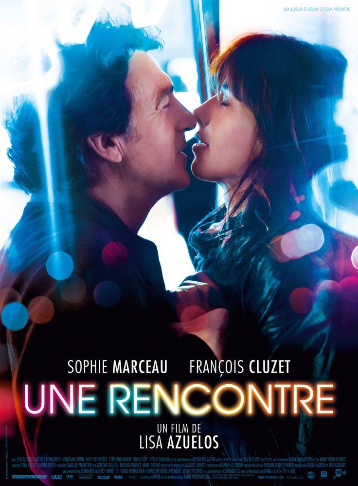 Une Rencontre est un film de Lisa Azuelos avec Sophie Marceau, François Cluzet. Synopsis : Elsa écrivain, et Pierre, avocat, se croisent lors de la soirée de clôture d'un salon du livre : un regard, un briquet qui change de mains, des rir