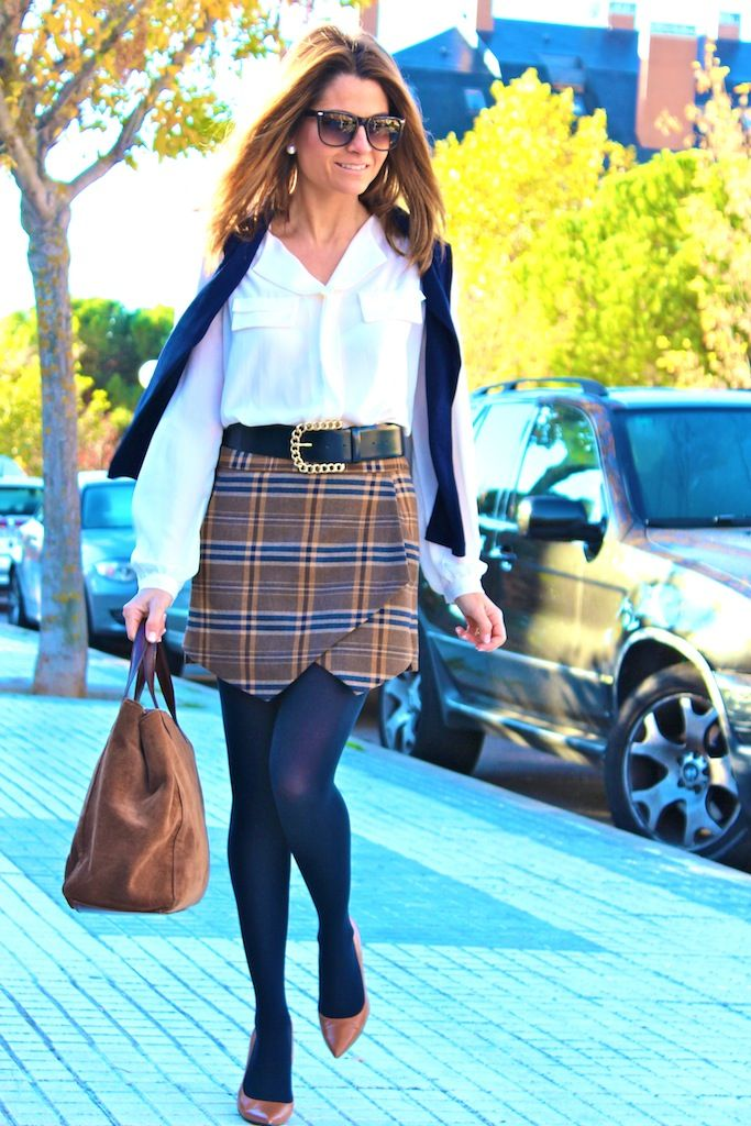 Fashion and Style Blog / Blog de Moda . Post: Schoolgirl / Colegiala .More pictures on/ Más fotos en : http://www.ohmylooks.com/?p=20229 .Llevo/I wear: Blouse : Oh My Looks Shop (info@ohmylooks.com ) Skirt : Zara (New collection) ; Shoes : Zara (New collection) ; Belt : Uterqüe (old) ; Sunglasses : Mango ; Bag : Pedro Miralles