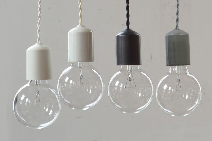 ソケットの素材にこだわった裸電球照明。ラインナップは陶器・桜の木・石・素焼き・ガラスの6種類。